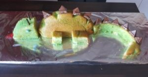 dinokuchen-gruener-zuckerguss