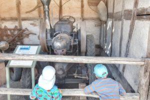 Rhön mit Kindern_Freilandmuseum_Traktor