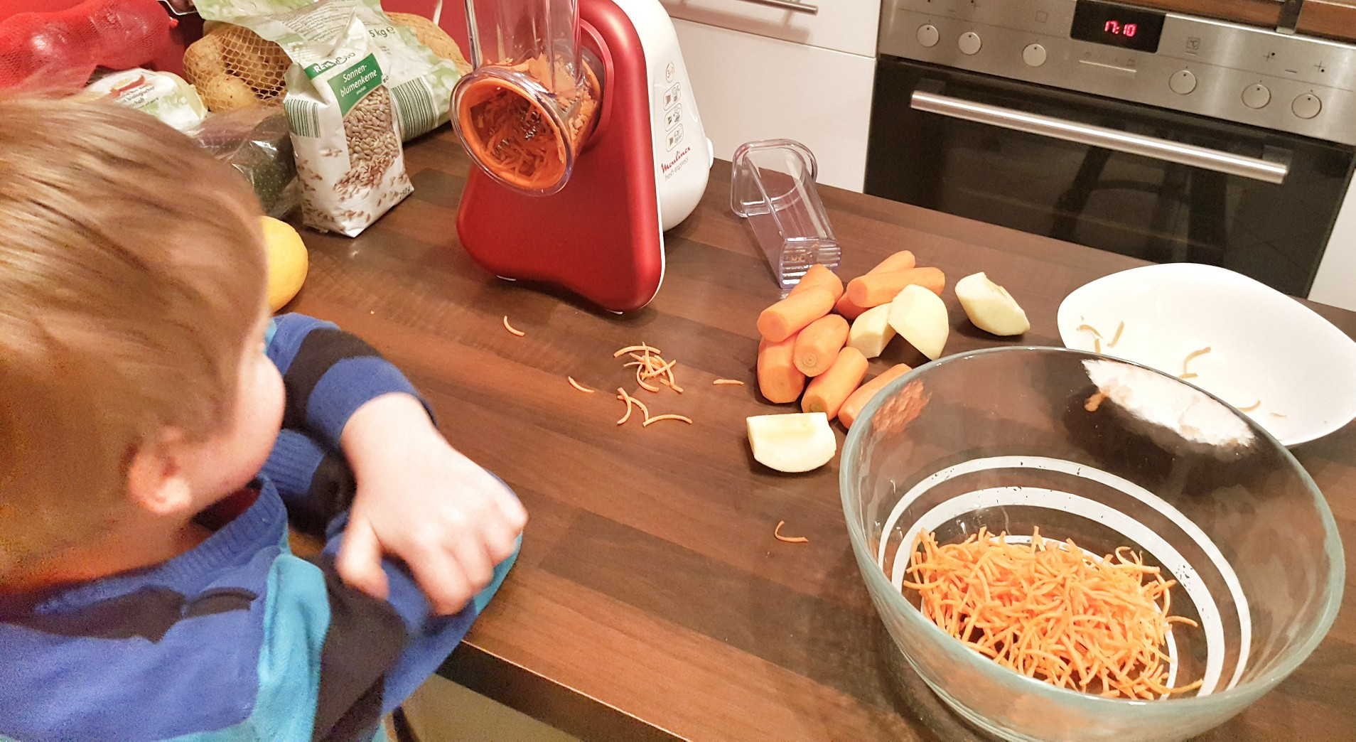 Karotten-Apfelsalat zur Spätzlpfanne - Rezept