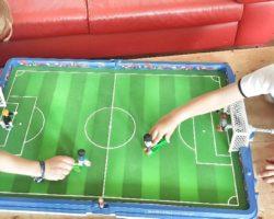 Meine Jungs üben fleißig fürs WM-Kicker-Turnier.