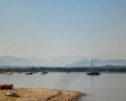Von Erholungsgebiet Ambach gibts einen tollen Blick auf die Berge.