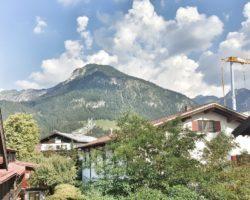 Blick von Hotel MOHREN auf die Skisprungschanze.