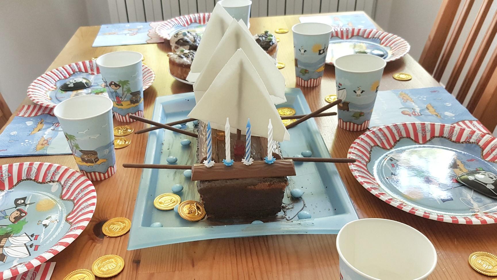 Ganz Easy Piratenschiff Kuchen Deko Und Spiele Fur Eine