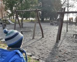 Ein riesiger Kinderspielplatz sorgt für Freude bei den kleinen Besuchern.