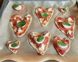 Pizza-Herzen in den Ofen