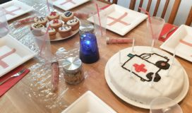 Krankenhausparty, Einladungen, Krankenwagenkuchen, Muffins und Deko