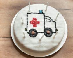 krankenhausparty-krankenwagenkuchen-geburtstagskuchen