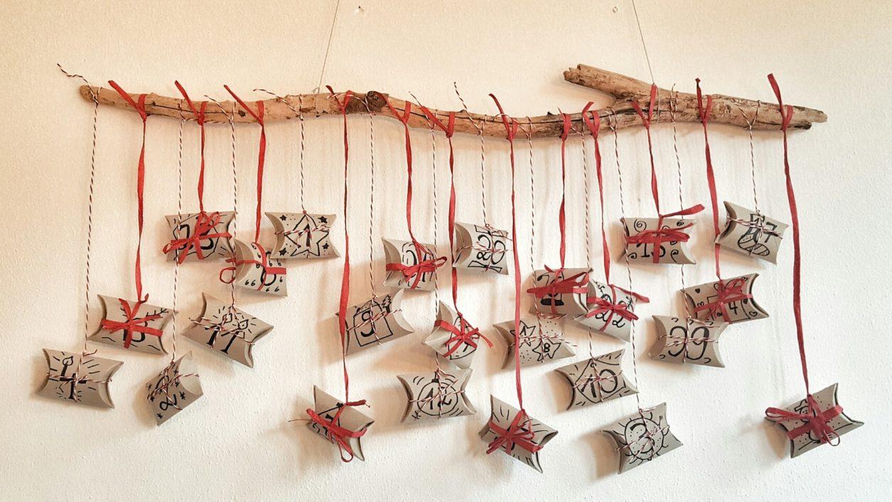 Adventskalender aus Klopapierrollen basteln