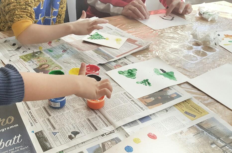Fingerfarbe zum Basteln der Weihnachtskarten