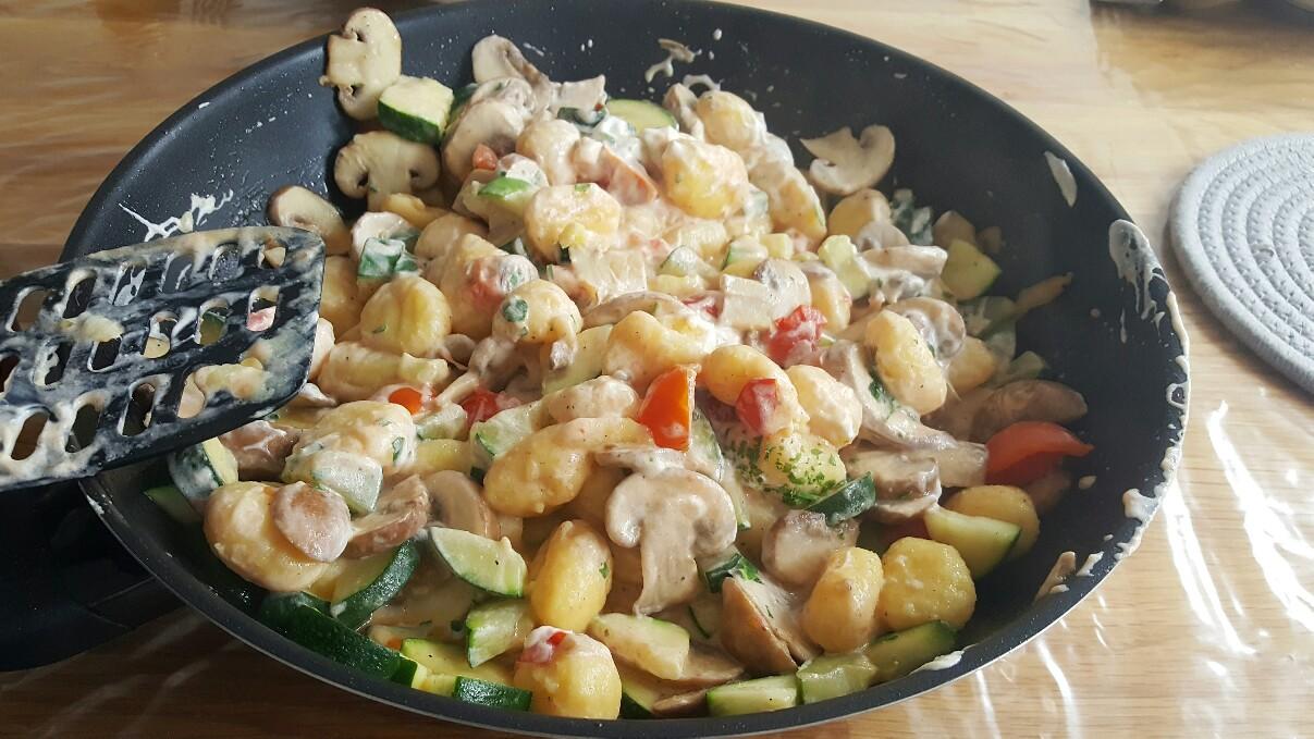 Schnelle Gerichte für Kinder: Vegetarische Gnocchi-Pfanne