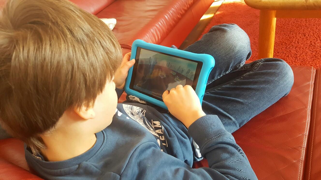 Kinder mit digitalen Helfern beschäftigen
