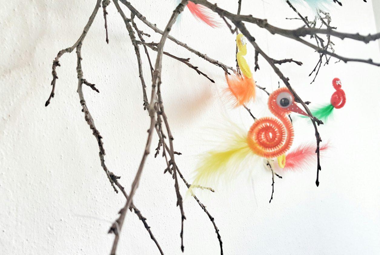 Kücken und Vögel aus Pfeifenputzern