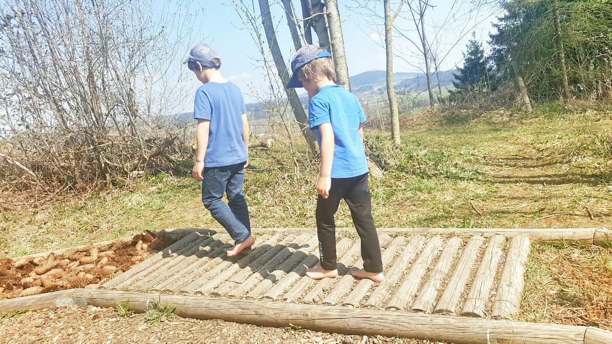 Barfußwandern mit Kindern in Peiting