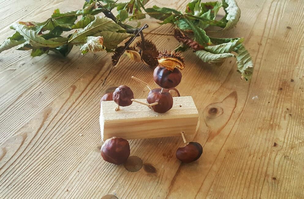 Herbst mit Kindern: Kastanien basteln