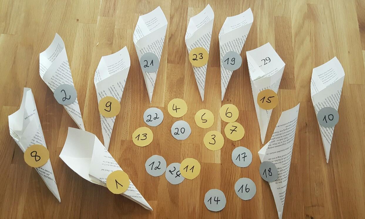 Adventskalender basteln einfach und schnell aus Buchseiten