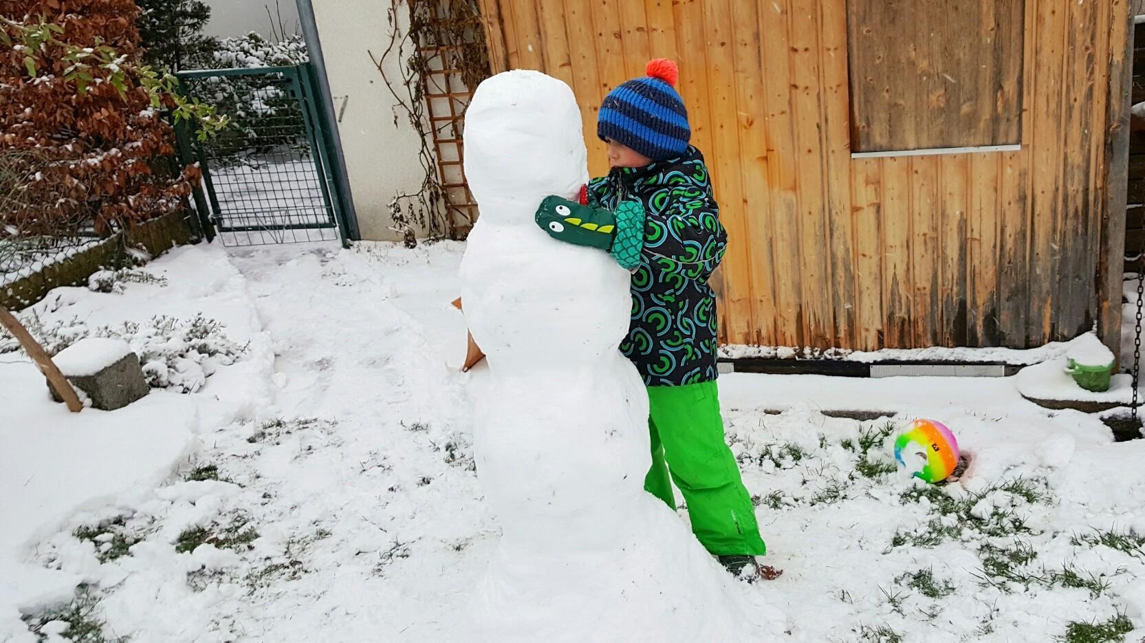 Schneemann im Winter bauen